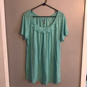 Woman's, Sz 1X, lightweight, short sleeve shirt.